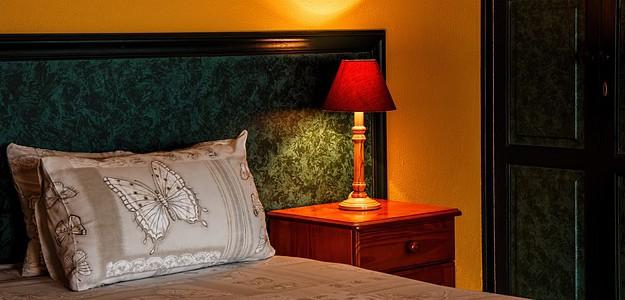 bedroom-462772_640