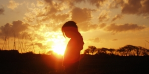 sunset_girl_sillhoette_369103_h