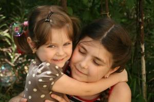 sisters-781098_1280