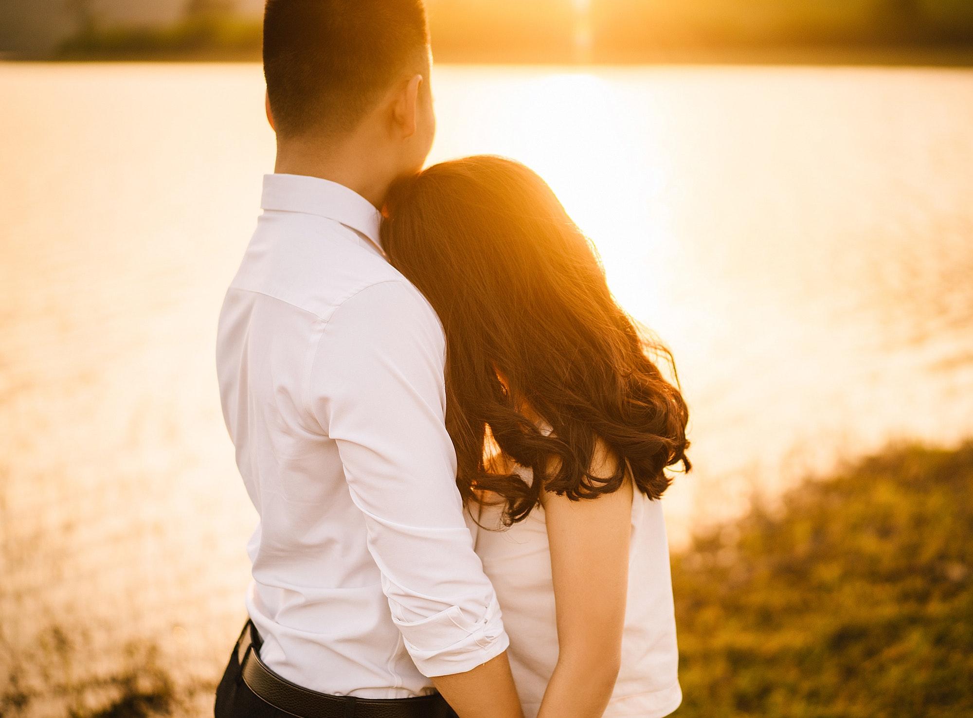 affection-blur-close-up-couple-427547.jpg