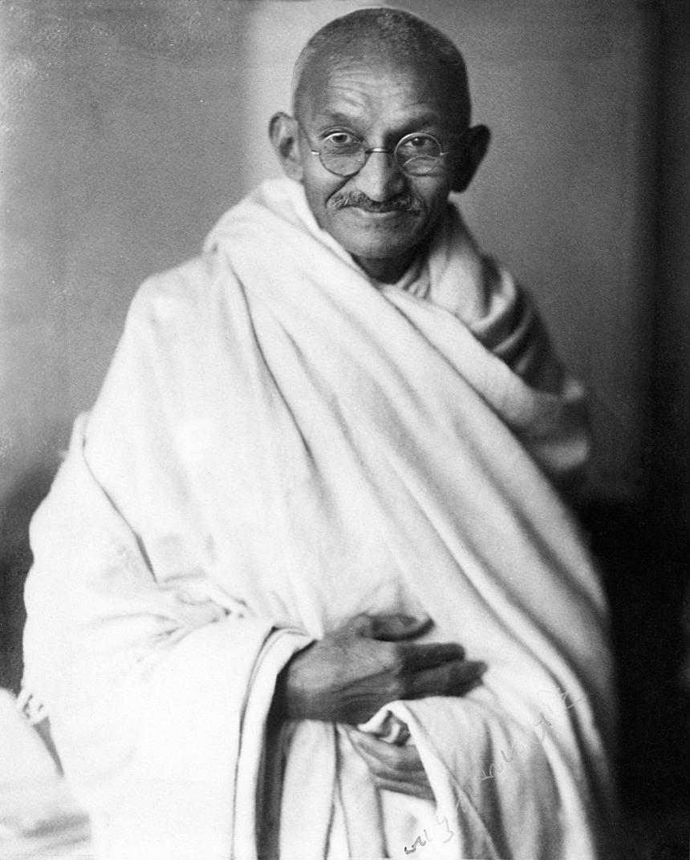 Mahatma-Gandhi,_studio,_1931.jpg